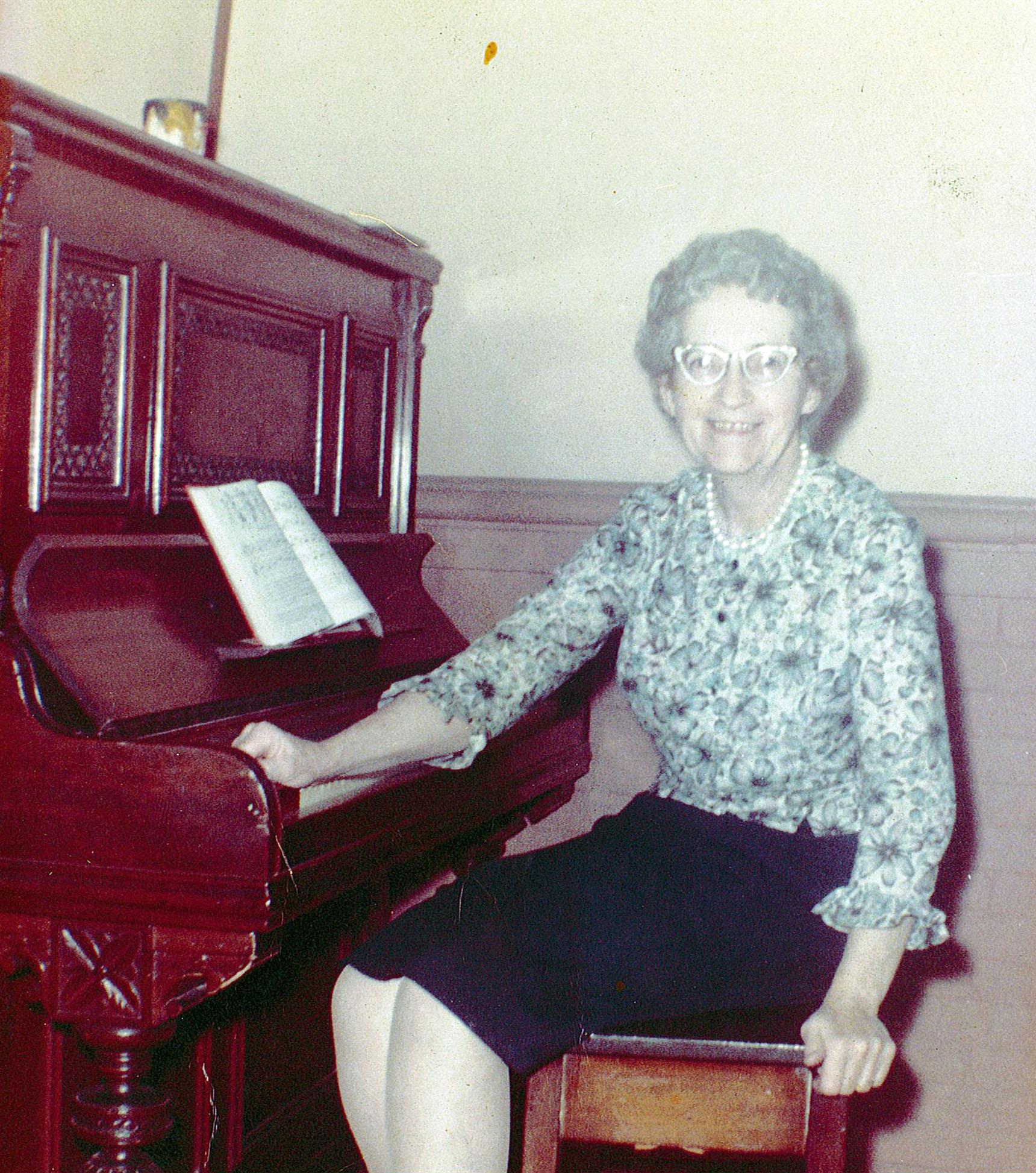 THE MARY G. (KERWIN) LOCKE '18, '58 ENDOWED MEMORIAL SCHOLARSHIP