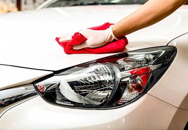 Lavagem de carro modelo Hatch ou Sedan Completa (Lavagem + Aspiração + Limpeza nos tapetes de borracha + Restauração de Plásticos Externos + Gel preto nos pneus + Aromatizador de R$30 por R$14,90