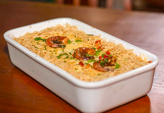Curtir boa gastronomia no Boteco Original Maraponga? Camarão do Boteco para até 3 pessoas + Torre de chopp (1,5L) por apenas R$54,90