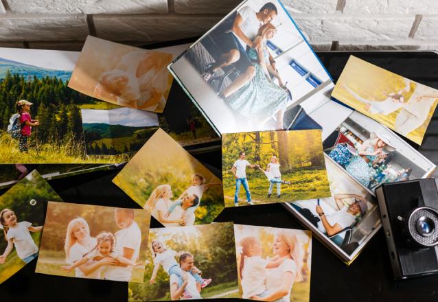Impressão de 30 fotos no tamanho 10x15 em papel fotográfico Kodak brilhante ou fosco de R$42 por R$22,90