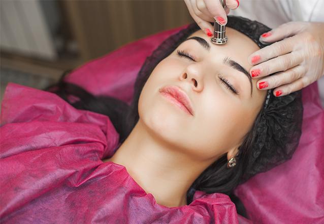 O tratamento completo para sua pele na Dra Viviane Boaventura! Limpeza de Pele + Peeling de Diamante + Hidratação Intensiva por apenas R$139,90