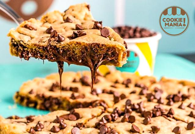 Cookie Mania é sucesso! Torta Cookie Clássica tamanho G para até 20 pessoas + 25 Mini Cookies Clássicos de R$132,50 por apenas R$99