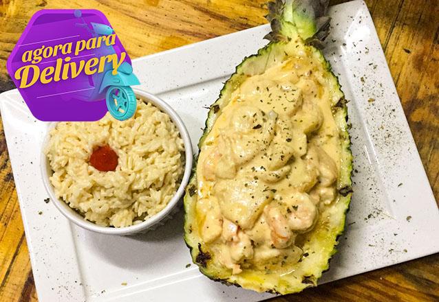 Frutos do Mar é no Camarão da Varjota! Camarão Tropical, Spaghetti com Camarão ao Alho e Óleo, Moqueca de Peixe, Peixe com Camarões a Delícia ou Arroz de camarão por R$49,90. Válido para Delivery!