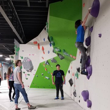 Want to do something fun this afternoon?? Come hang out at Bigfoot Climbing Gym💪 Open 12-7pm #indoorclimbing #sundayfunday #downtownmotown #familyfun