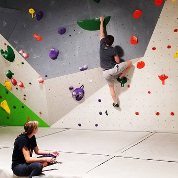 This is a great way to start your week, we are open today 11-9pm💪 #indoorclimbing #funthingstodowithkids #downtownmorganton #downtownmotown #828isgreat #morgantonnc #bouldering