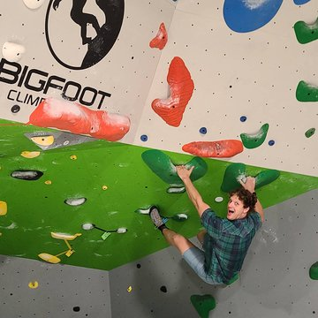 When a local celebrity shows up to climb @overmountaincycles !! Get in a little cross training💪🚲 #downtownmorganton #indoorclimbing #mountainbike