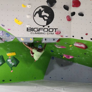 High School Night 6-10pm tonight!! FREE to come hang out or $10 to climb. We have a list of challenges💪 #indoorclimbing #whattodoonsaturday #saturdayvibes  #downtownmorganton #downtownlenoir #downtownmotown #morgantonlife #morgantonnc