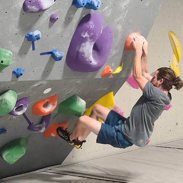 Join us tonight for Intro to Climbing 5-7pm. If you would like to start climbing or learn more about bouldering come tonight! #climbingclinics #indoorclimbing #indoorbouldering #downtownmorganton #downtownhickory #downtownlenoir