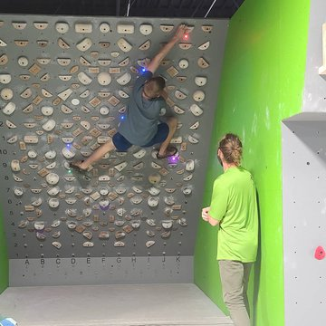 HIGH SCHOOL NIGHT!!! Today 6-10pm @foodmattersmarketmorganton #indoorclimbing #tensionboard #highschool #downtownmorganton #downtownlenoir #downtownmotown #downtownhickory #burkecounty #discoverburkecounty #caldwellcounty