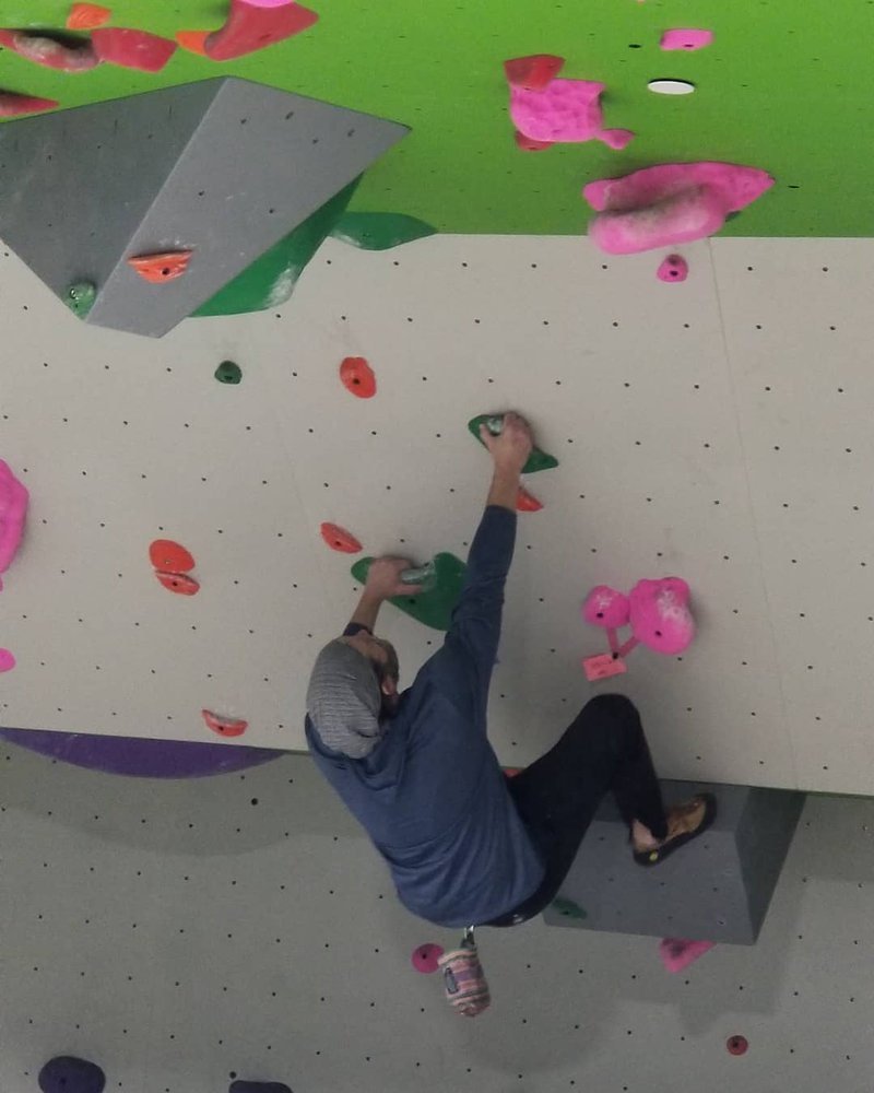 Come hang out with us tonight we are open until 8pm #mondayvibes #indoorclimbing