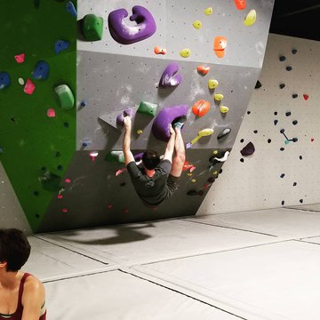 We are open TODAY 12-7!!! Come inside where the air quality is nice💪🌞 #indoorclimbing #thingstodoinmorgantonnc #thingstodotoday #sundayfunday