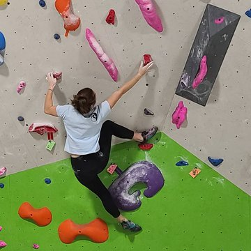 Ladies you will want to come every Wednesday from 5-7 for this event. There are female climbers here to help with your form and techniques.💪 All levels of climbers are welcome. Free to Members , $10 (shoes not included) for Non Members #ladiesnight #ladie