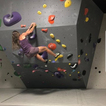 Too hot outside?? Come CLIMBING today we are open until 8pm🌞 #downtownmorganton #thingstodo #thingstodoinmorgantonnc #thingstodotoday #funthingsforkids #indoorclimbing #rockclimbing #beattheheat #828isgreat