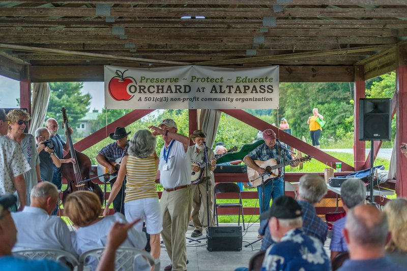 Live music at the Orchard at Altapass