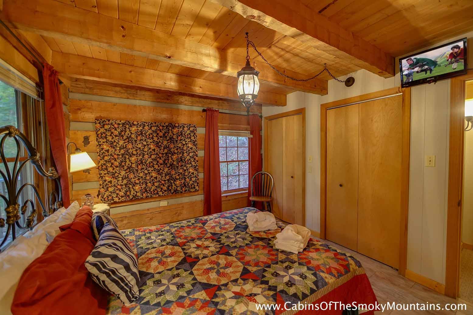 Gatlinburg cabin da 39 mar 3 bedroom sleeps 8 for 3 bedroom cabins in smoky mountains