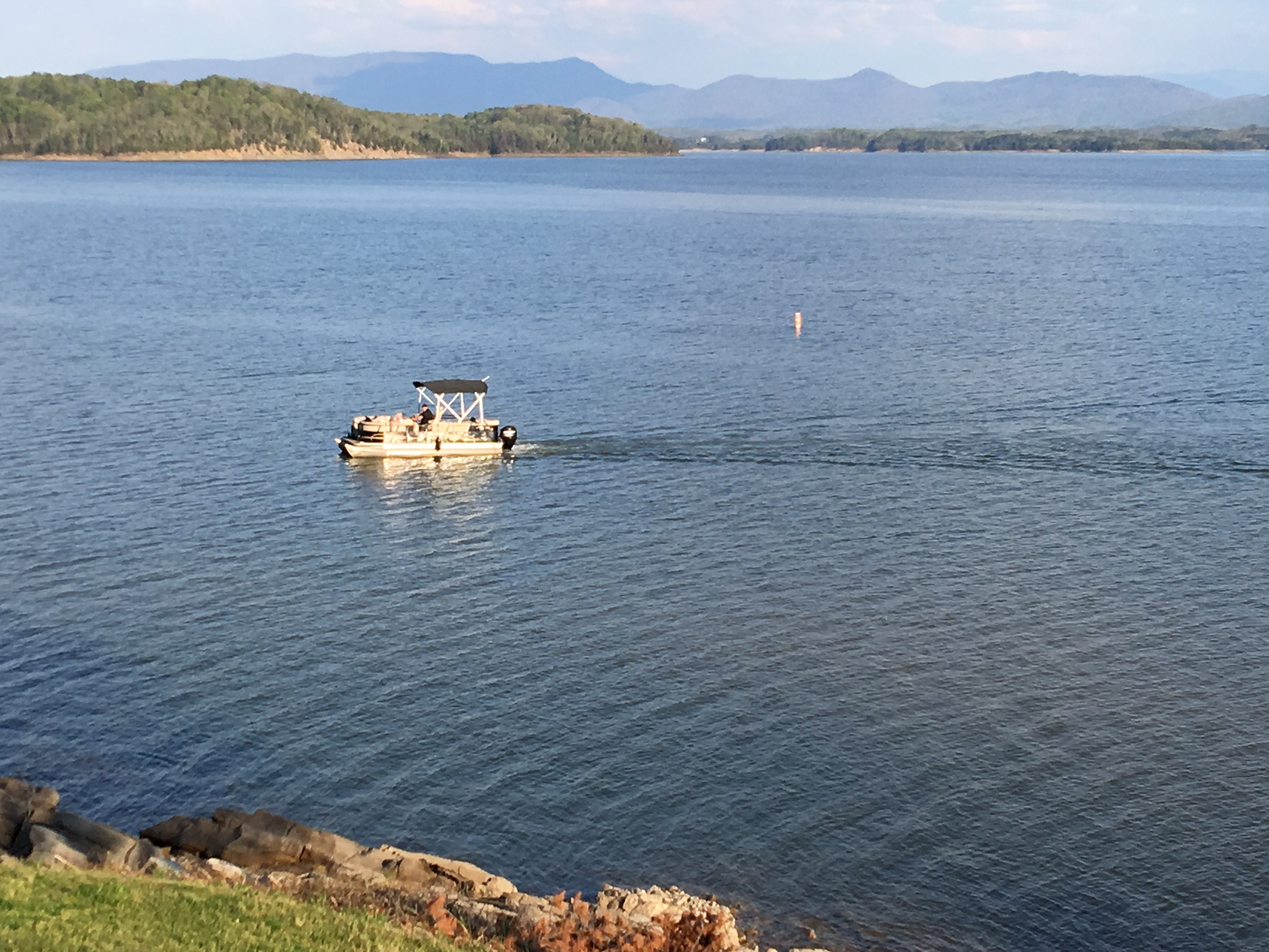 Pigeon Forge Cabin - The Lake House - 10 Bedroom - Sleeps 32