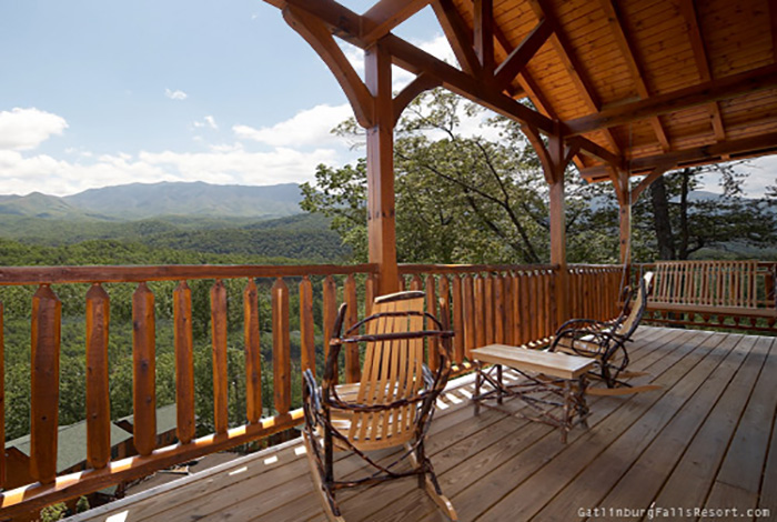 Gatlinburg Cabin   Amazing Views   3 Bedroom   Sleeps 10   Swimming Pool  Access   Bunk Beds   Swimming Pool Access