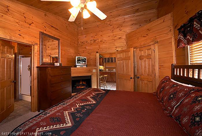 Gatlinburg cabin antlers ridge 1 bedroom sleeps 6 for Smoky mountain ridge cabins