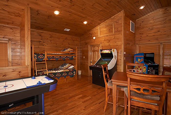 gatlinburg cabin bear necessities 3 bedroom sleeps 12 swimming