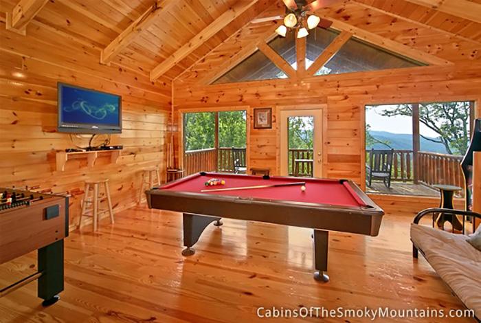gatlinburg cabin big bear lodge 5 bedroom sleeps 24. Black Bedroom Furniture Sets. Home Design Ideas