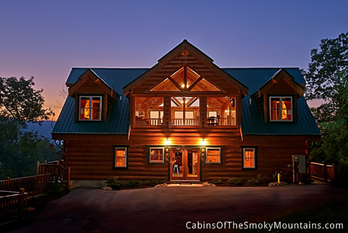 Gatlinburg cabin big bear lodge 5 bedroom sleeps 24 for Big bear 2 person cabin