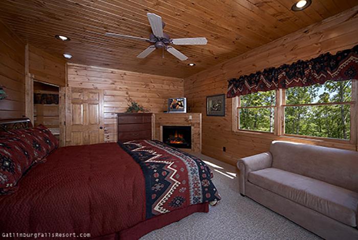 Gatlinburg Cabin Black Bear Bunkhouse 5 Bedroom Sleeps 20