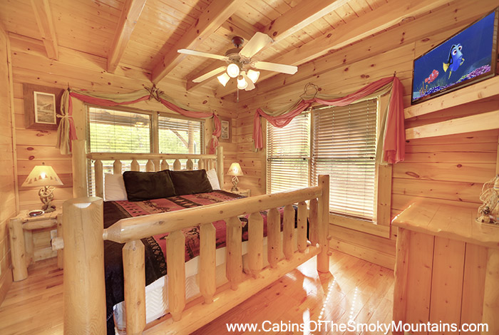 Pigeon forge cabin peaceful retreat 2 bedroom sleeps 12 for 2 bedroom cabin rental pigeon forge