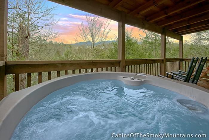 Gatlinburg cabin pools rush inn 1 bedroom sleeps 4 - Gatlinburg falls resort swimming pool ...