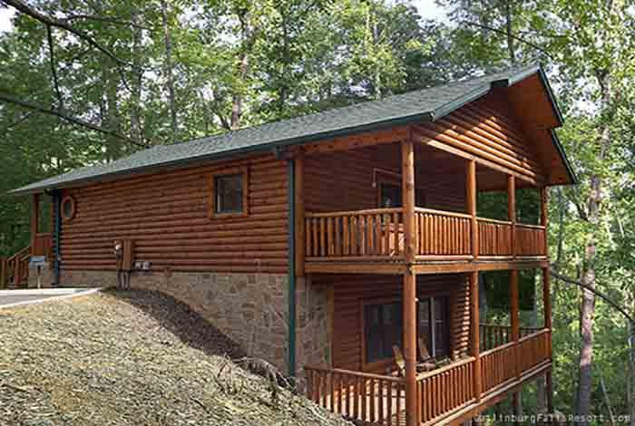 Gatlinburg cabin fixin 39 to 2 bedroom sleeps 9 for Premier smoky mountain cabin rentals