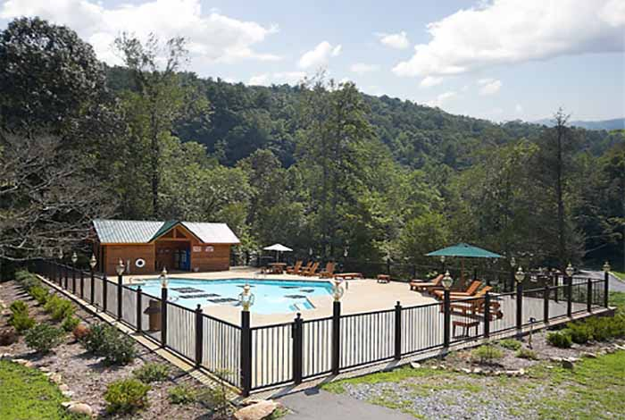 Pigeon forge cabin smoky bear manor 5 bedroom sleeps for Smoky mountain cabin rental with private pool