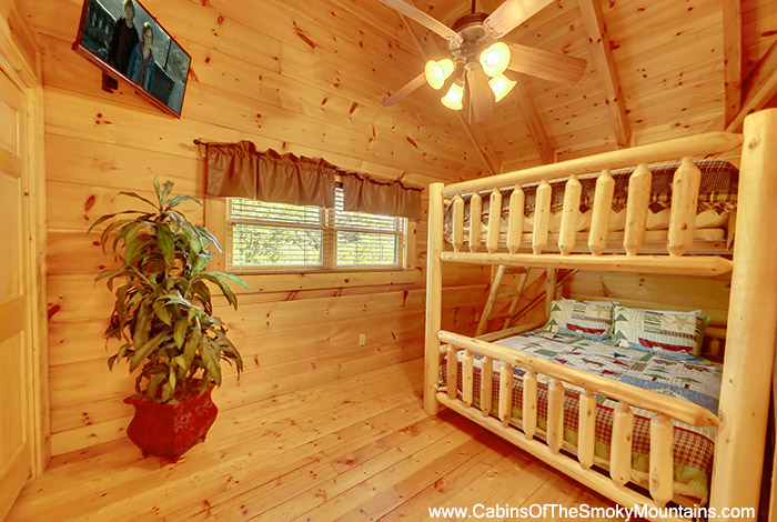 Pigeon forge cabin hidden bear lodge from for Pigeon forge cabin coupons