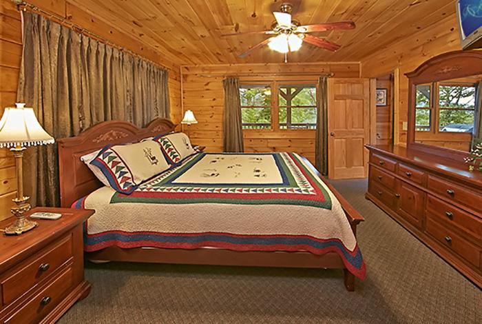 Gatlinburg Cabin Smoky Mountain Ridge 3 Bedroom Sleeps 10 Jacuzzi Swimming Pool Access