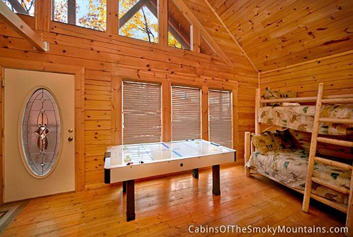 Pigeon forge cabin splash mountain 7 bedroom sleeps 24 for 12 bedroom cabin rentals in gatlinburg tn