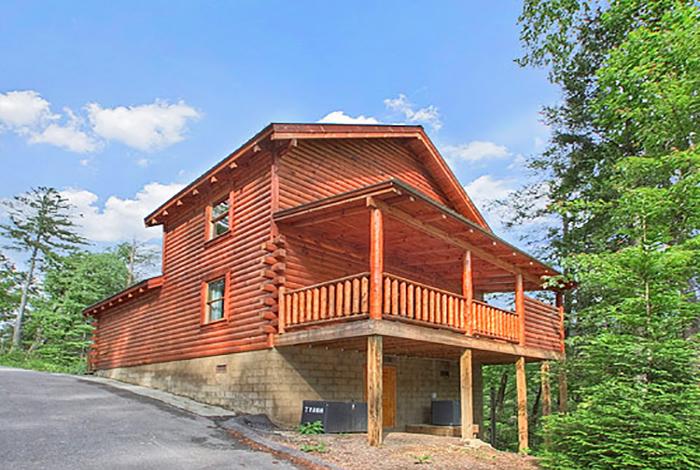 Gatlinburg cabin lazy dazy 2 bedroom sleeps 6 jacuzzi for Two bedroom cabins in gatlinburg