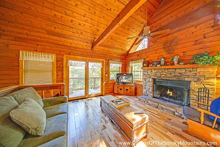pigeon forge cabin lofty pines 2 bedroom sleeps 6 bunk beds