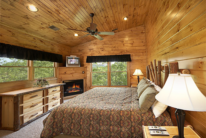 gatlinburg cabin the treehouse 3 bedroom sleeps 10 home