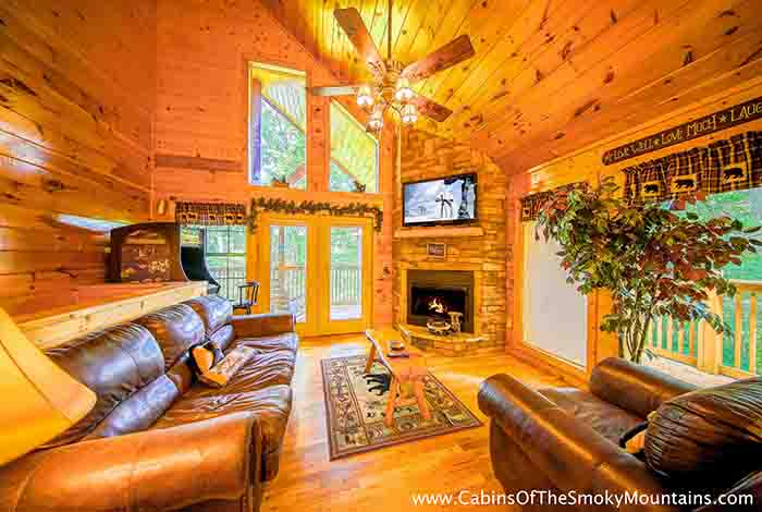 Pigeon forge cabin tranquility den 2 bedroom sleeps 8 jacuzzi pet friendly home for 2 bedroom hotels in pigeon forge