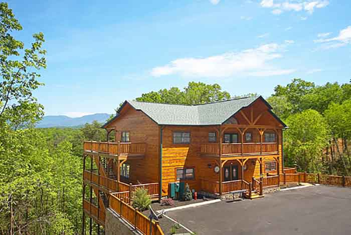 Large 8-12 BR Cabins in Gatlinburg / Pigeon Forge TN