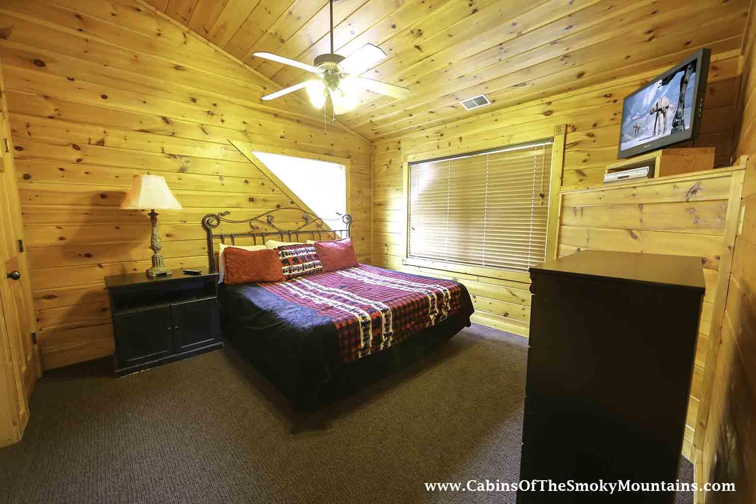 Gatlinburg Cabin Daydreamer 39 S Delight 2 Bedroom Sleeps 12 Swimming Pool Access Pet
