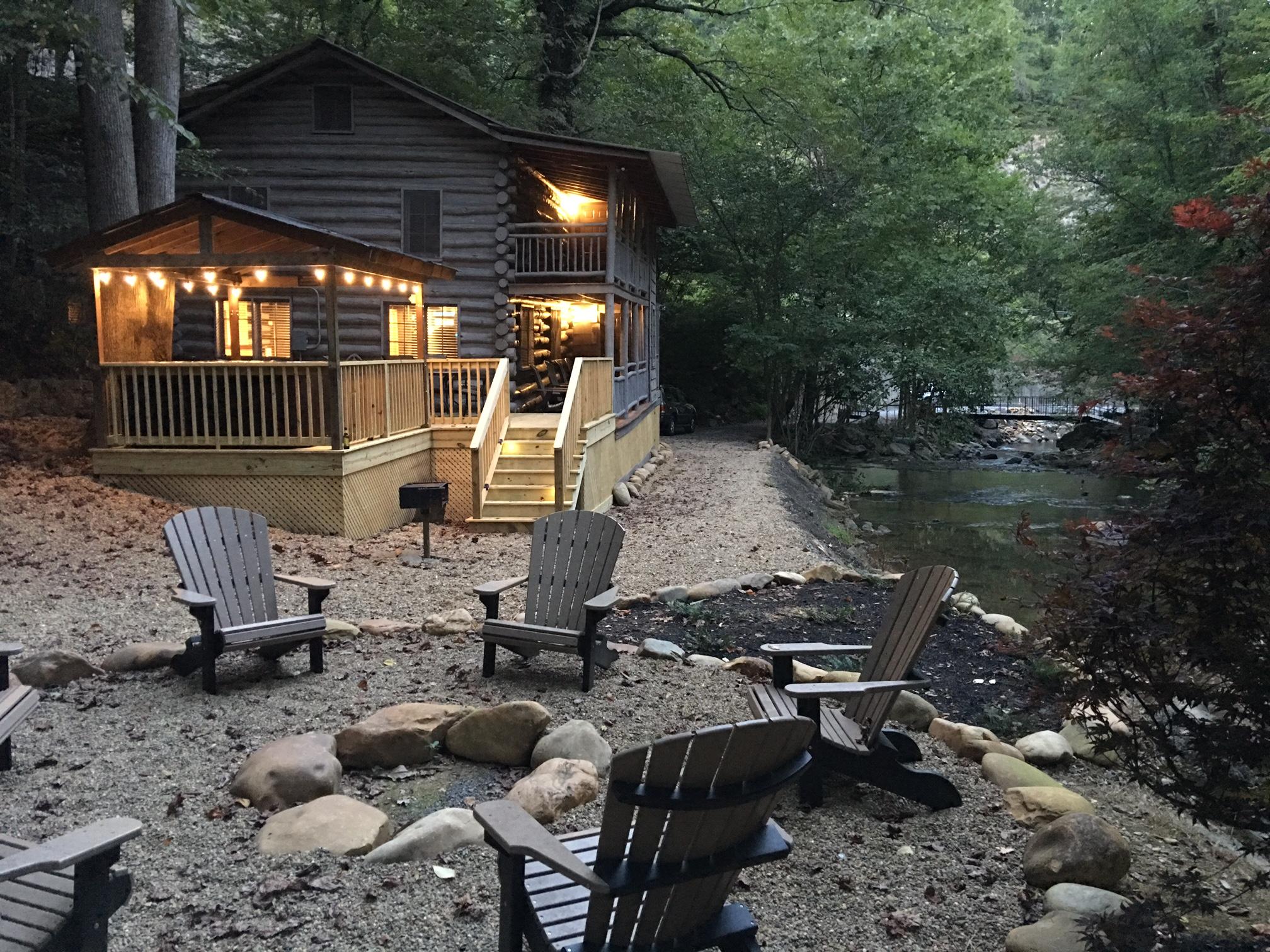 Pigeon forge cabin waterfall 39 s edge 3 bedroom sleeps 8 for Cabin rentals of gatlinburg