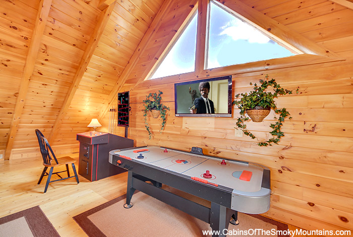 Pigeon Forge Cabin The Wolf 39 S Den 2 Bedroom Sleeps 11 Jacuzzi Swimming Pool Access