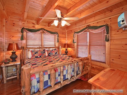 Pigeon forge cabin leconte loft 1 bedroom sleeps 8 for 8 bedroom cabins in gatlinburg