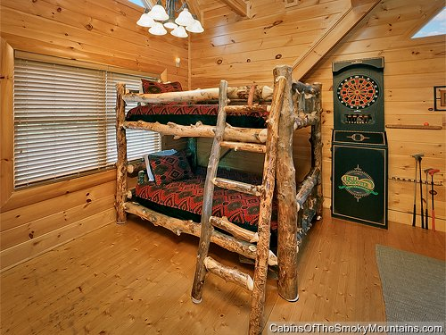 Pigeon forge cabin lazy bear lodge 2 bedroom sleeps 8 for 2 bedroom cabin in pigeon forge