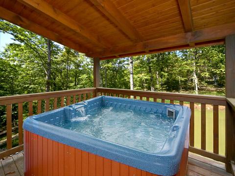 Gatlinburg Cabin Hugs N Kisses 1 Bedroom Sleeps 4 Jacuzzi Swimming Pool Access