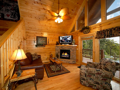 gatlinburg cabin hugs n kisses 1 bedroom sleeps 4 jacuzzi