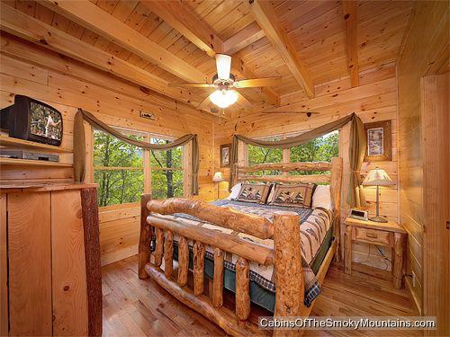Gatlinburg cabin secret romance 1 bedroom sleeps 8 for Www cabins of the smoky mountains com