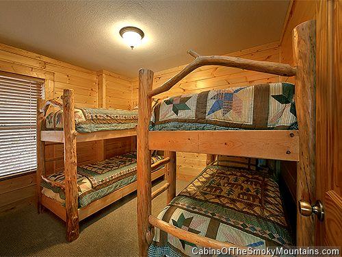 pigeon forge cabin logs of love 8 bedroom sleeps 20 jacuzzi