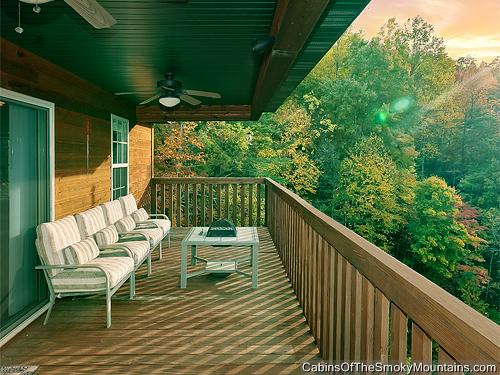 Pigeon forge cabin pleasant surprise 3 bedroom sleeps 8 for Premier smoky mountain cabin rentals