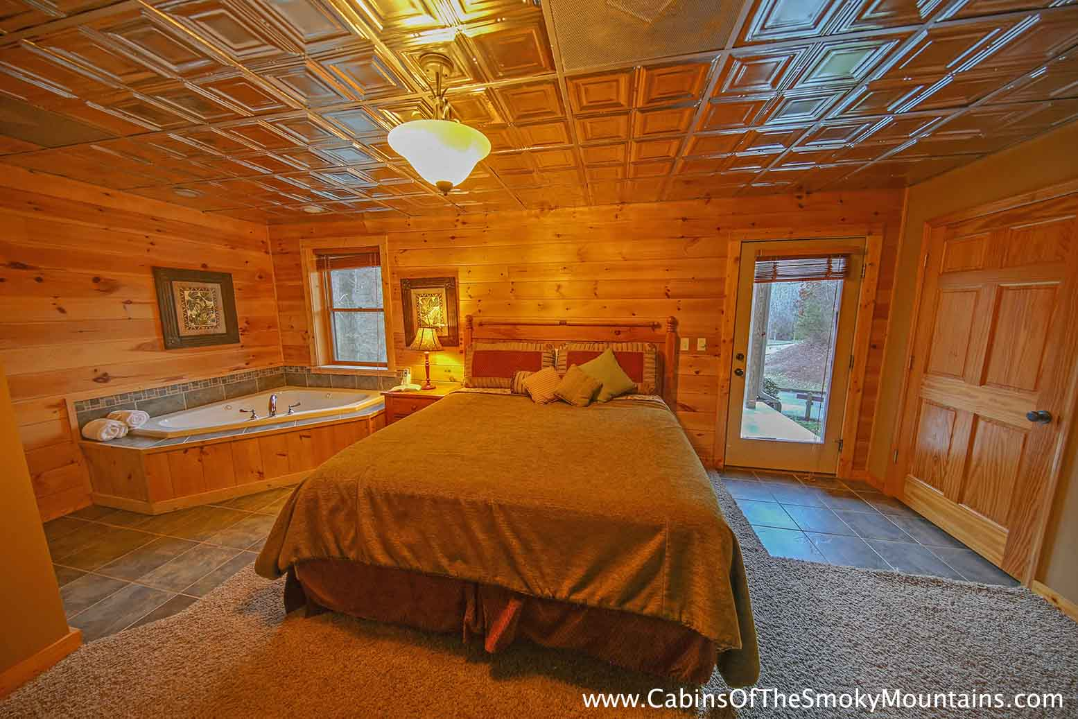 Pigeon forge cabin a waterfall at mccormack 39 s mill 3 bedroom sleeps 8 for 3 bedroom cabins in smoky mountains