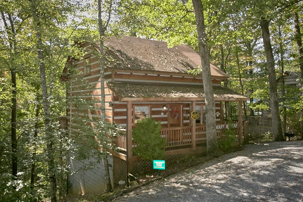 Pigeon forge cabin the love shack 1 bedroom sleeps 5 for The love shack cabin